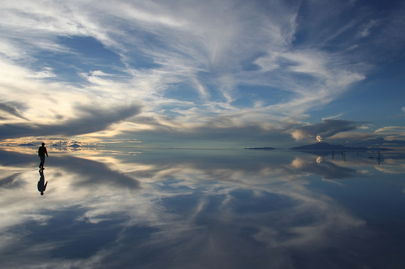 The best time to visit the Uyuni Salt Flat in Bolivia