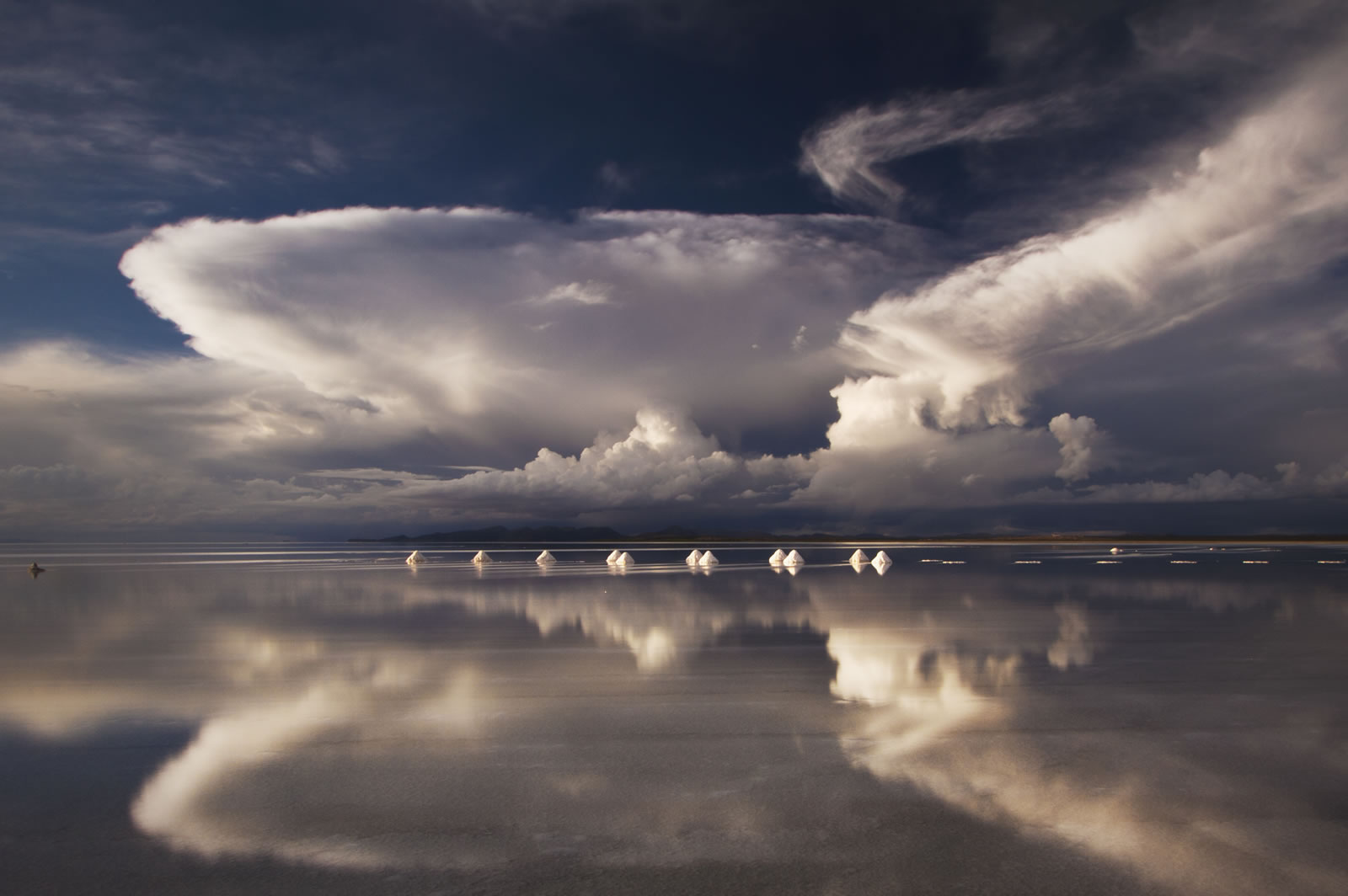 Perspective photos in the Uyuni Salt Flats: how to take them