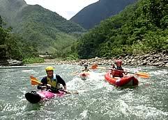Rafting and Kayaking por el Rio Coroico, Yungas, Un d&iacute;a (Fechas disponibles de Abril a Septiembre). <b>Clase:</b> II