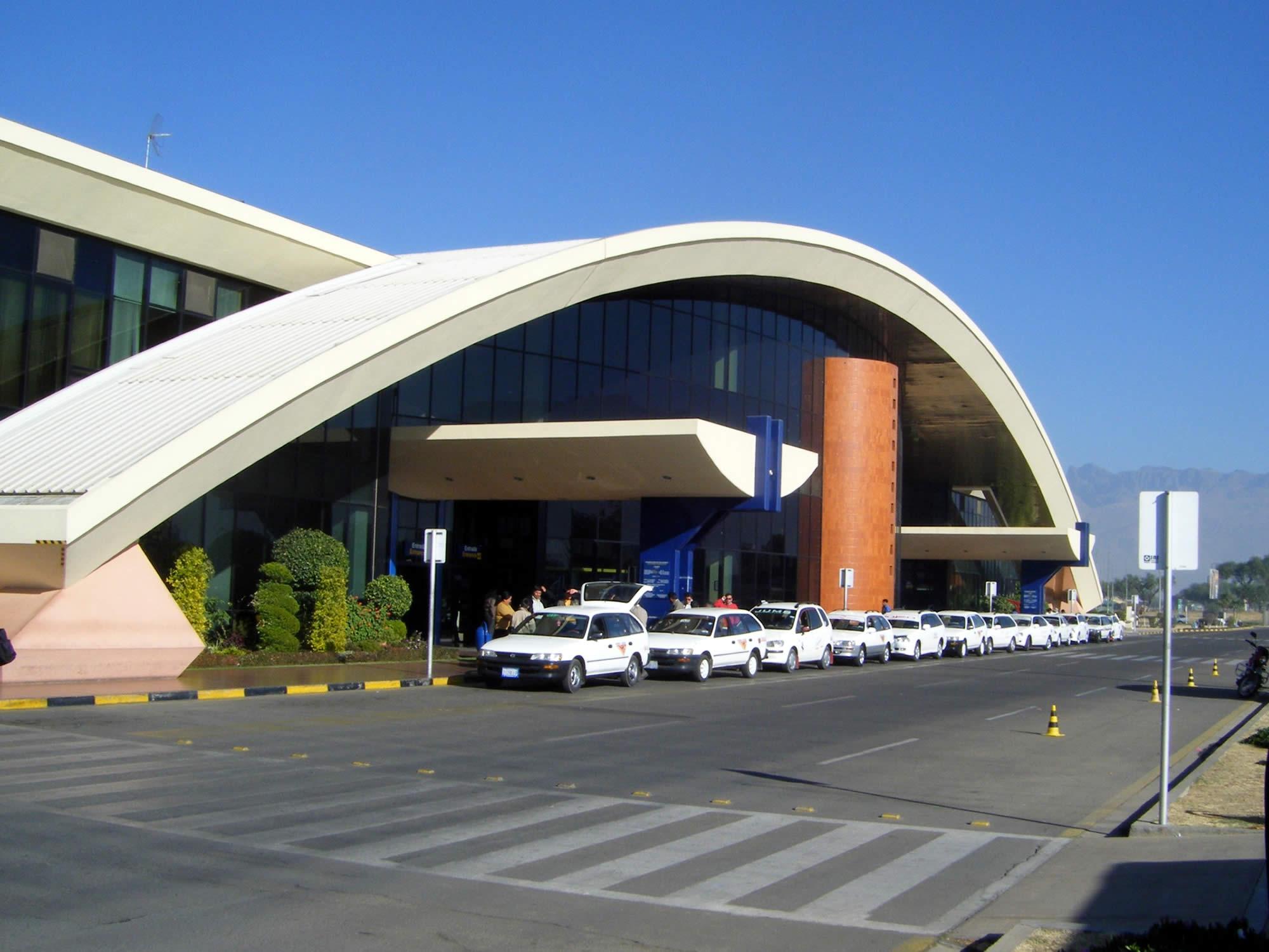 Jorge Wilsterman Airport, Cochabamba – Hotel (7:00 – 20:00)